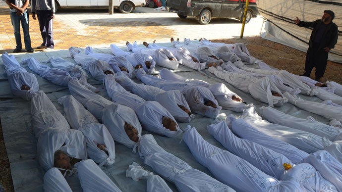 Syrian activists inspect the bodies of people they say were killed by nerve gas in the Ghouta region, in the Duma neighbourhood of Damascus August 21, 2013.(Reuters / Bassam Khabieh)