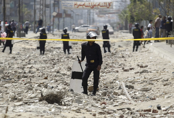 Riot police guard the site of an explosion near the house of Egypt's interior minister at Cairo's Nasr City district September 5, 2013. (Reuters/Amr Abdallah Dalsh)
