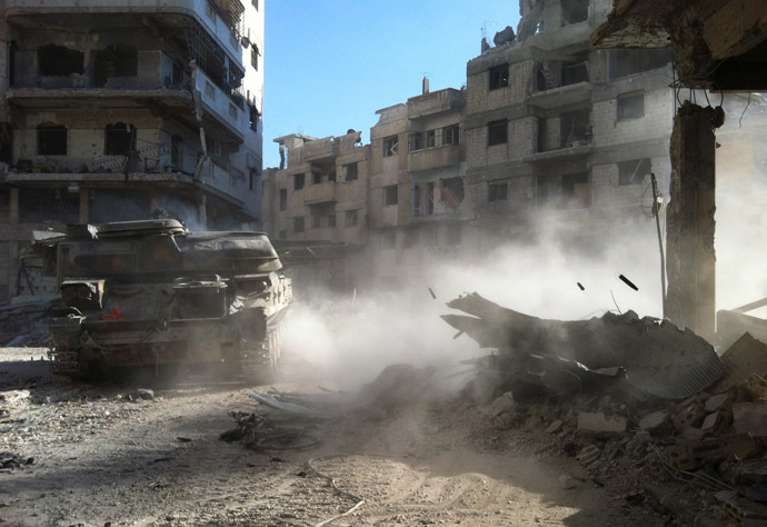 A Syrian government forces' tank rolls in the Khaldiyeh district of Syria's central city of Homs on July 28, 2013 (AFP Photo)