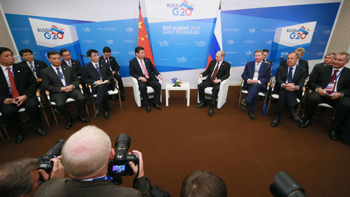 President of the Russian Federation Vladimir Putin, fourth right, and President of the People's Republic of China Xi Jinping, fifth right, meet on the sidelines of the G20 Leaders' Summit in Strelna.(RIA Novosti / Anton Denisov)