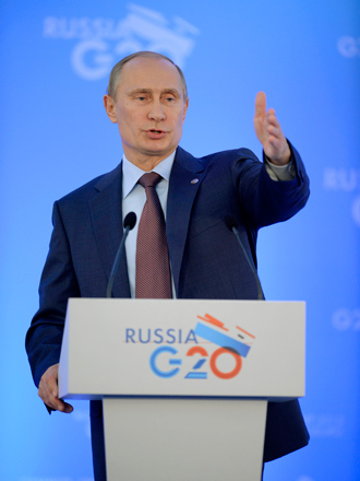 Russia's President Vladimir Putin gestures during a press conference at the end of the G20 summit on September 6, 2013 in Saint Petersburg (AFP Photo)