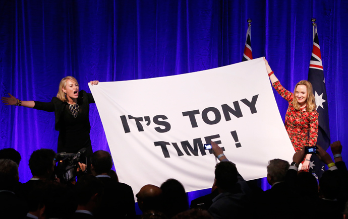 Supporters of Australia's conservative Liberal Party leader Tony Abbott hold a sign on the stage of an election night function in Sydney September 7, 2013 (Reuters / David Gray)