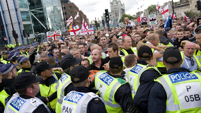 Arrests, clashes as EDL marches through London in anti-Sharia law protest (PHOTOS)