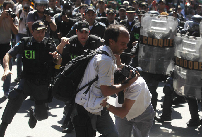 Demonstrators clash with riot police during a protest as they try to approach a military parade on Brazil's Independence Day in Rio de Janeiro September 7, 2013. (Reuters/Pilar Olivares)