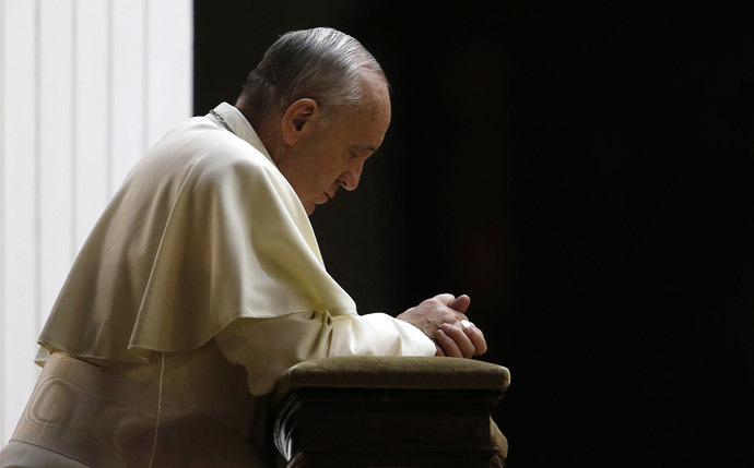 Pope Francis attends a prayer calling for peace in Syria, in Saint Peter's square at the Vatican September 7, 2013. (Reuters/Tony Gentile)