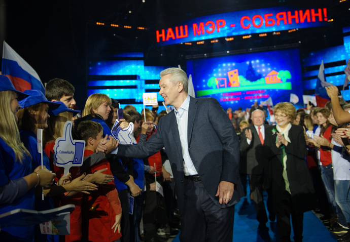 Acting Mayor of Moscow Sergei Sobyanin (С) in the Olympisky sports complex where a rally-concert took place in support of his candidacy for mayor of the capital (RIA Novosti / Denis Grishkin)