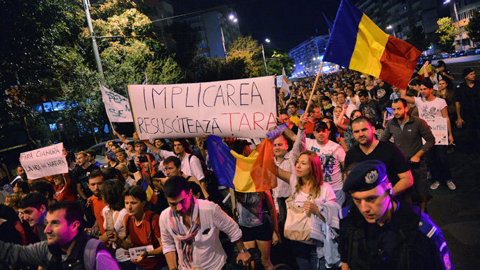 Protesters march during the eight day of demonstrations in Bucharest against the Rosia Montana Gold Corporation (RMGC), a Canadian gold mine project using cyanide, on September 8, 2013.(AFP Photo / Daniel Mihascu)