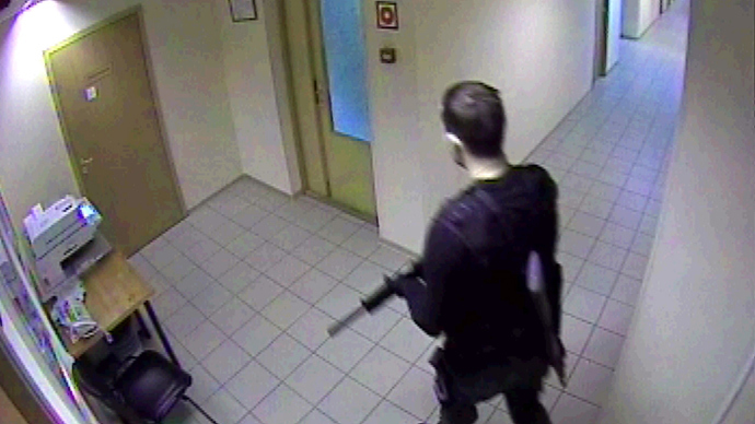 Lawyer Dmitry Vinogradov who went on a shooting rampage on Chermyanskaya Street November 7 (a screen shot from a surveillance camera in the pharmaceutical company warehouse), RIA Novosti