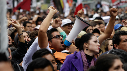 Mexican police disperse thousands of teachers protesting education changes