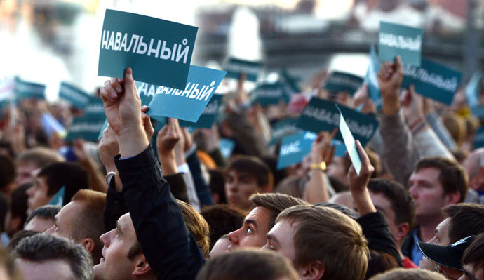 "Supporters of Russian opposition leader Alexei Navalny hold posters reading ""Navalny"" during a rally in central Moscow on September 9, 2013.(AFP Photo / Vasily Maximov)"