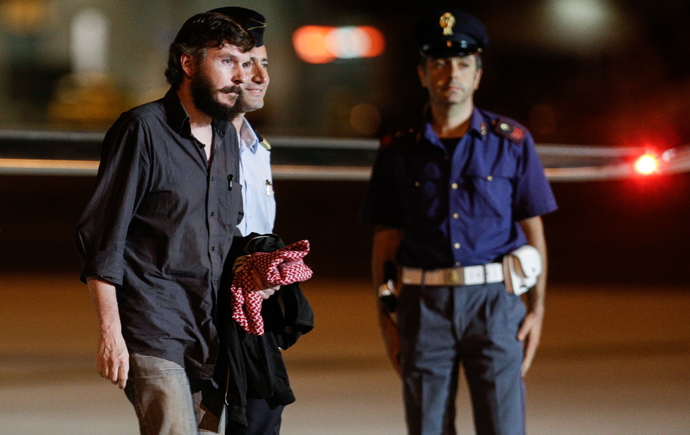 Belgian national Pierre Piccinin (L) disembark from the airplane on September 9, 2013 at Ciampino military airport in Rome (AFP Photo)