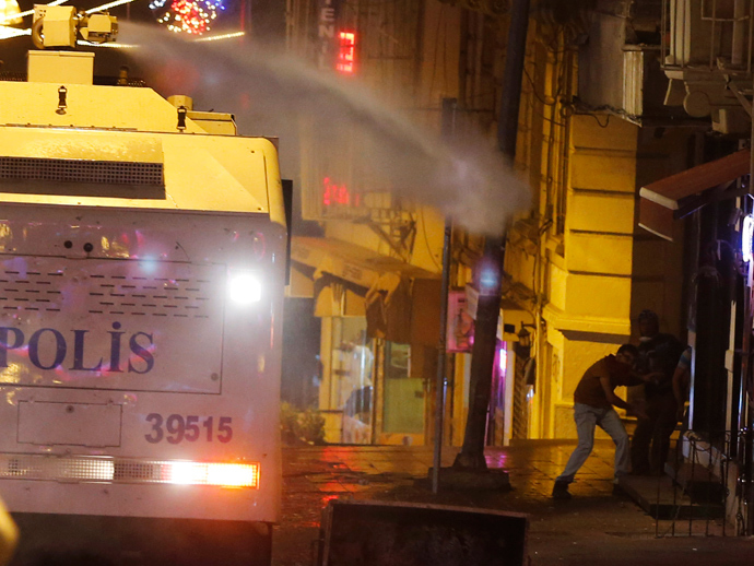 Riot police use water cannons to disperse demonstrators during a protest in central Istanbul September 10, 2013 (Reuters / Osman Orsal)