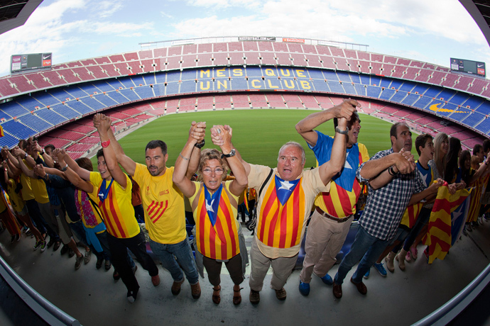 Catalans link arms in a bid to create a 400-kilometre (250-mile) human chain, part of a campaign for independence from Spain during Catalonia National Day, or Diada, at FC Barcelona's Camp Nou stadium in Barcelona, on September 11, 2013 (AFP Photo / Quique Garcia)
