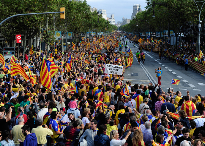 Catalans gather to create a 400-kilometre (250-mile) human chain, part of a campaign for independence from Spain during Catalonia National Day, or Diada, at the Pasea de Gracia in Barcelona, on September 11, 2013 (AFP Photo / Josep Lago)