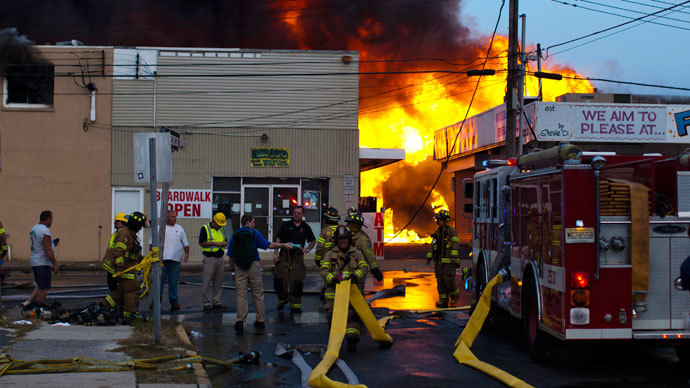 New Jersey firefighters work to control a massive fire in Seaside Park in New Jersey September 12, 2013. (Reuters / Eduardo Munoz)