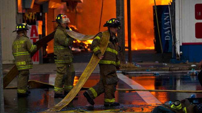 New Jersey firefighters arrive to control a massive fire in Seaside Park in New Jersey September 12, 2013. (Reuters / Eduardo Munoz)