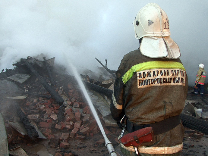 The fire completely destroyed one of the buildings of the Oksochi psychiatric hospital in the village of Luka, Novgorod Region, September 13. (RIA Novosti)
