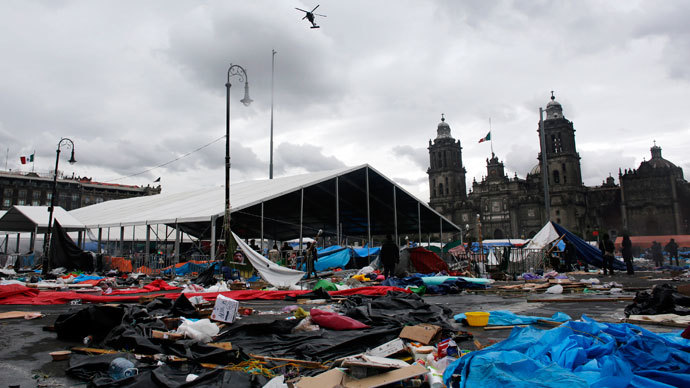 Federal police helicopters fly over Zocalo Square after striking members of the teachers' union CNTE were evicted from the area in downtown Mexico City September 13, 2013.(Reuters / Tomas Bravo)