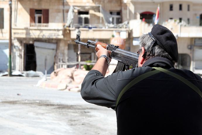 A Syrian soldier takes aim at rebel fighters positioned in the mountains of the Christian town of Maalula on September 13, 2013 (AFP Photo / STR)