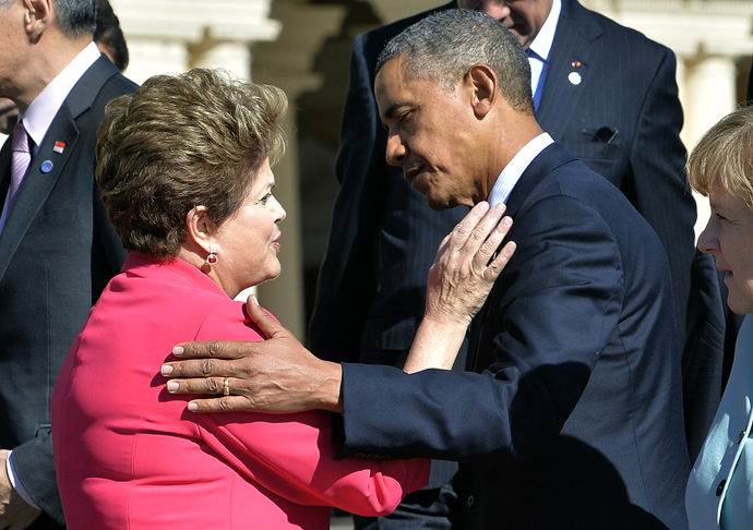 US President Barack Obama (L) greets Brazil's President Dilma Rousseff (AFP Photo / Jewel Samad)
