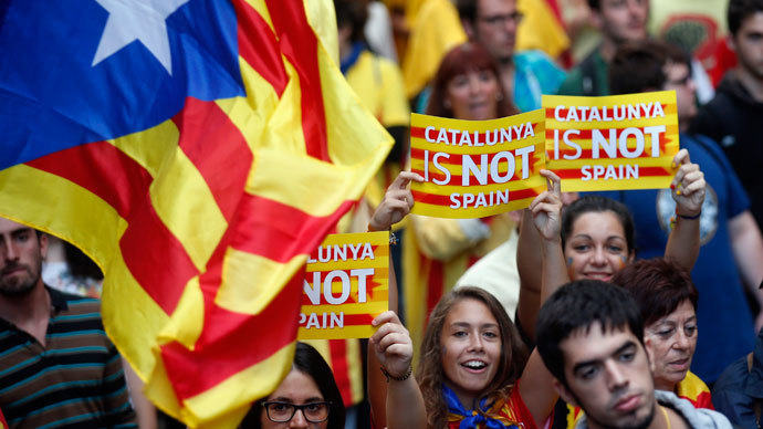 """Separatist protesters hold up placards as they demonstrate during """"Diada de Catalunya"""" (Catalunya's National Day) in central Barcelona, September 11, 2013.(Reuters / Albert Gea)"""