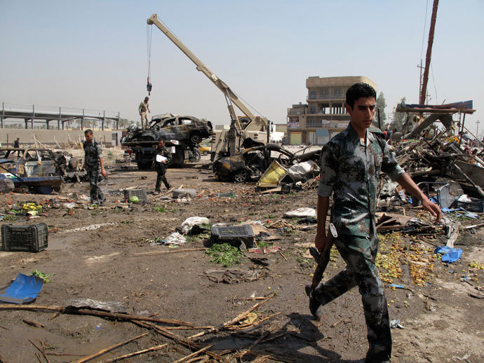 Iraqi security forces inspect the site of one of three car bomb attacks in Hilla, around 100 km (62 miles) south of Baghdad, September 15, 2013.(Reuters / Habib)