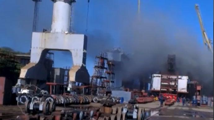 Docked Russian nuclear sub ablaze