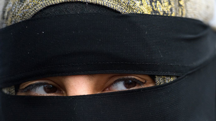Veil threat: UK Muslims outraged by possible ban on religious dress in public