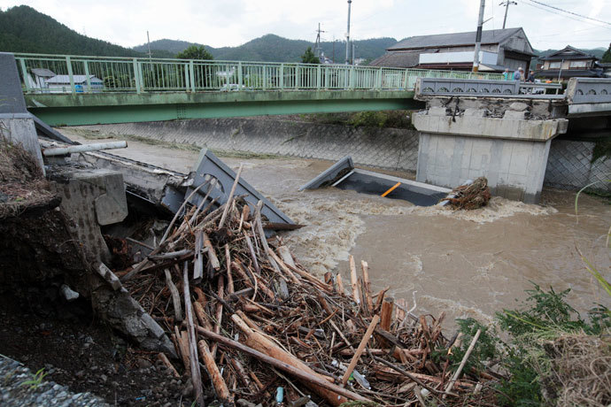 This picture shows a bridge that collapsed into a flooded river in Kyoto as torrential rain hit western Japan on September 16, 2013.(AFP Photo / Jiji Press Japan Oot)