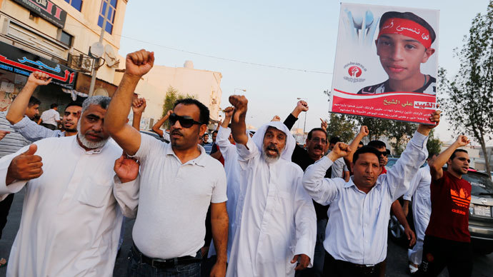 Anti-government protesters defying a ban on protest marches, shout anti-government slogans in the village of Sanabis, west of Manama, September 13, 2013.(Reuters / Hamad I Mohammed)