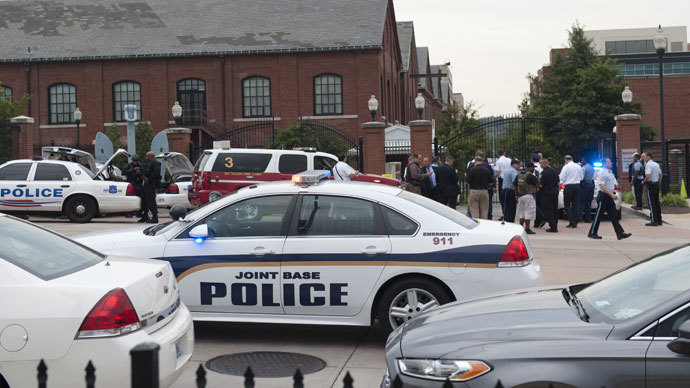 Police respond to the report of a shooting at the Navy Yard in Washington, DC, September 16, 2013. (AFP Photo / Saul Loeb)