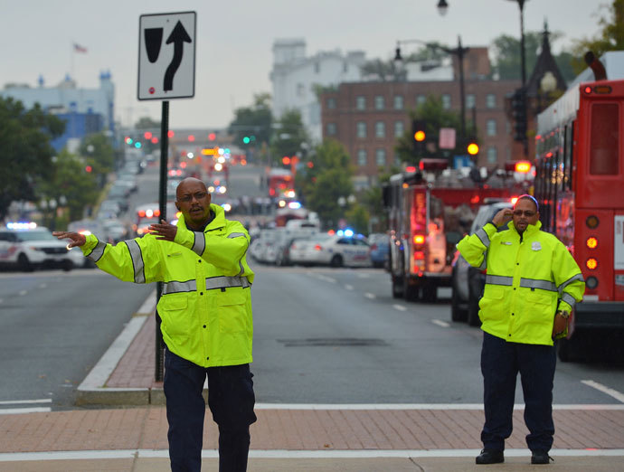A general view shows police and first responder activity on M Street, SE near the Washington Navy Yard on September 16, 2013 in Washington, DC.(AFP Photo / Mandel Ngan)