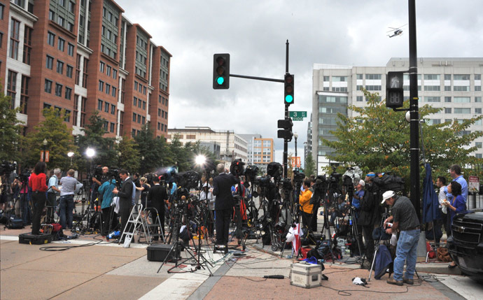 Media reporters gather outside the US Navy Yard September 16, 2013 in Washington, DC. (AFP Photo/Mladen Antonov)