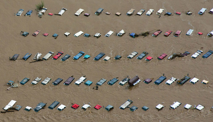 An aerial view of vehicles submerged in flood waters along the South Platte River near Greenley, Colorado September 14, 2013. (Reuters/John Wark)