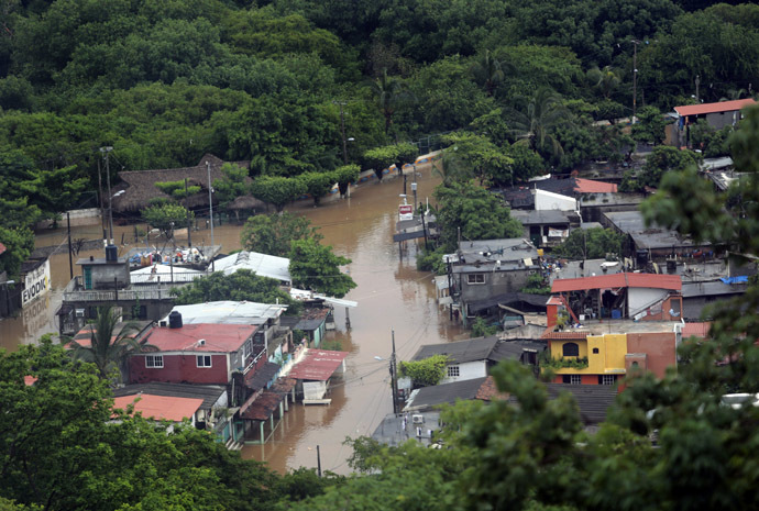 View of the flooded area in Puerto Marques in Acapulco, Guerrero state, Mexico, after heavy rains hit the area on September 16, 2013. (AFP Photo/Pedro Pardo)