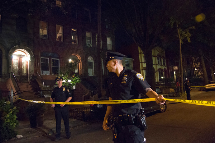Policemen string police tape outside the Brooklyn residence Cathleen Alexis, mother of suspected Washington Navy Yard shooter Aaron Alexis, in New York September 16, 2013 (Reuters / Andrew Kelly)