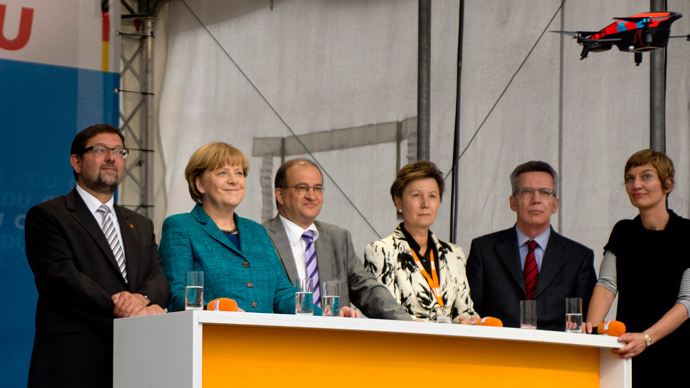 German 'Pirates' stage mini-drone stunt at Merkel rally