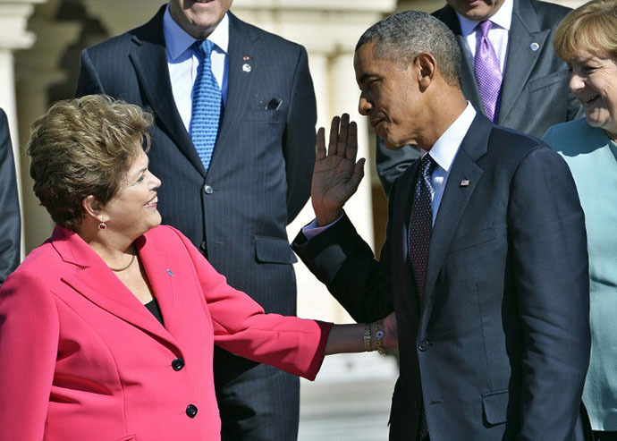 US President Barack Obama (R) greets Brazilís President Dilma Rousseff as they arrive for the family photo at the G20 summit on September 6, 2013 in Saint Petersburg. (AFP Photo / Jewel Samad)
