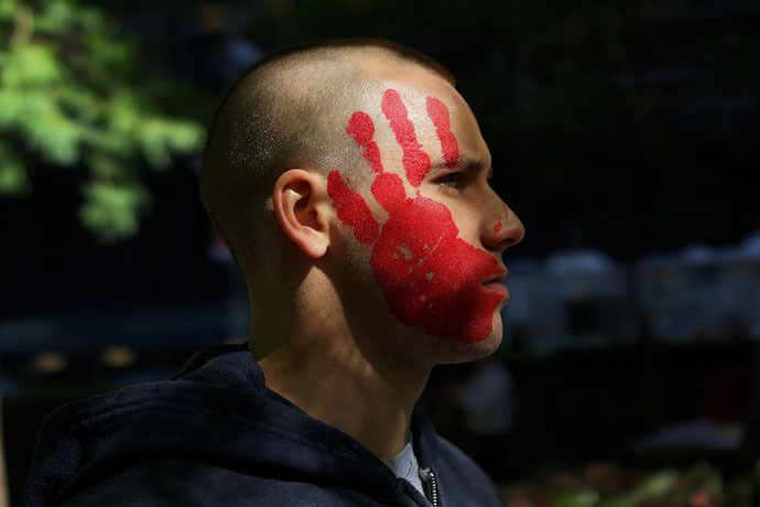 A protester affiliated with Occupy Wall Street demonstrates at Zuccotti Park near the New York Stock Exchange on the second anniversary of the movement on September 17, 2013 in New York City. (AFP Photo / Spencer Platt)
