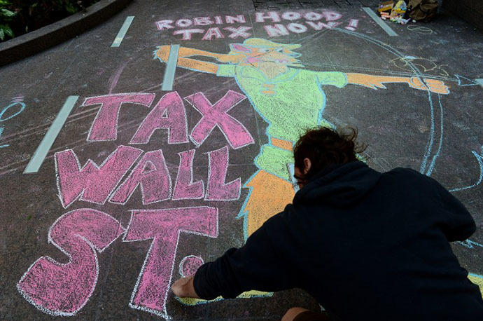 An Occupy Wall Street participant draws a sidewalk chalk drawing during a protest to mark the movement's second anniversary in New York, September 17, 2013. (AFP Photo / Emmanuel Dunand)