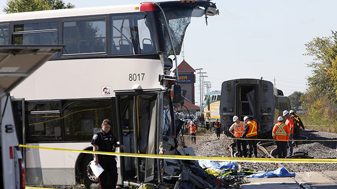 6 killed as train hits bus in Ottawa, Canada