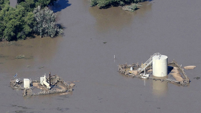Oil spill dumps over 5k gallons of crude across flood-drenched Colorado