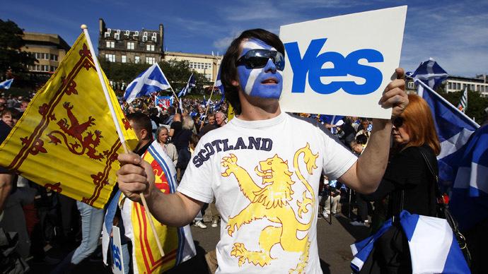 Demonstrators take part in a pro-independence rally in Princes Street gardens in Edinburgh, Scotland September 22, 2012. (Reuters/David Moir)