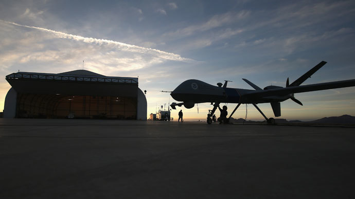 Maintenence personel check a Predator drone operated by U.S. Office of Air and Marine (OAM), before its surveillance flight near the Mexican border.(AFP Photo / John Moore)