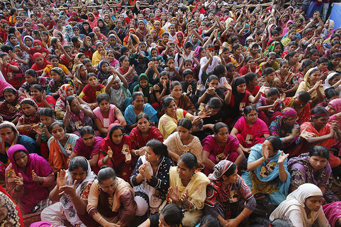 Garment workers listen to speakers during a rally demanding an increase to their minimum wage in Dhaka September 21, 2013. (Reuters / Andrew Biraj)