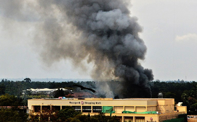 Smoke rises from the Westgate mall in Nairobi on September 23, 2013. (AFP Photo / Carl De Souza)