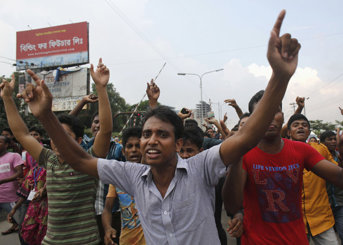 Garment workers shout slogans as they block a street during a protest in front of the head office of the Bangladesh Garment Manufactures & Exporters Association (BGMEA), in Dhaka September 23, 2013.(Reuters/Andrew Biraj)