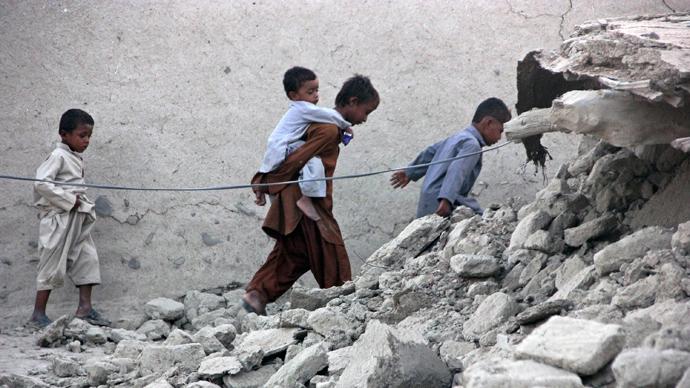 Devastating quake kills 350, creates new island in Pakistan