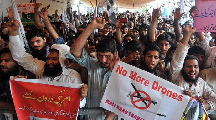 Supporters of Pakistan's outlawed Islamic hard line group, Jamaat ud Dawa (JD) shout anti-US slogans during a protest in Lahore against drone attacks in Pakistani tribal areas in Lahore on July 5, 2013 (AFP Photo / Arif Ali)