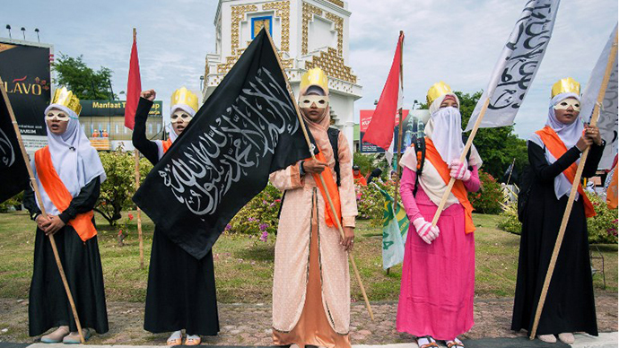 Muslim women stage a protest against the Miss World beauty pageant contest in Banda Aceh, northern Sumatra island, on September 14, 2013. (AFP Photo / Chaideer Mahyuddin)